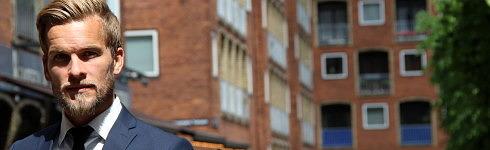 - Vi skal have strømlinet processerne i hele Norden uden nødvendigvis at gøre det helt ens, men så vi sikrer, at der er en fælles tilgang til klienterne og ejendommene, siger Jacob Smergel-Krog, der 1. juni bliver Head of Investment Management i Norden. Her foran en af de ejendomme i Adelgade i centrum af København, som Patrizia købte i 2015.