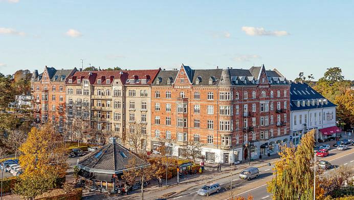 Capman købte tidligere på året denne ejendom på Strandvejen i Hellerup (Foto: Colliers International.