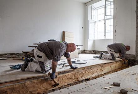 I det forgangne regnskabsår påbegyndte Skou Gruppen ombygningen og renoveringen af gamle palæer til liebhaverlejligheder på Amaliegade i indre København. Entreprisen forventes færdig i sommeren 2017 (Foto: Skou Gruppen)