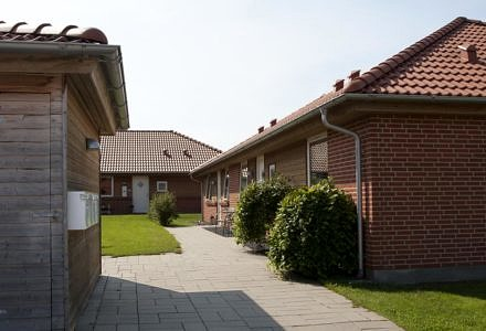 De her 36 rækkehuse opdelt i ejerlejligheder er en af de i alt 14 ejendomme, som Duras har sat til salg (Foto: Duras)