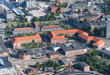 Tietgenskolen udlejer over halvdelen af Nørrehus i Odense, som nu er blevet sat til salg.