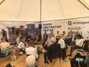 Folkemødedebat med blandt andet direktør Marius Møller, PensionDanmark (th), og partner Louis Becker, Henning Larsen Architects (im).