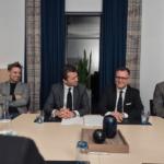 Fra underskrivningen her til morgen. Fra venstre er det Mikkel Westfall, Dariush Rezai, Torben Klausen og Per Laustsen.