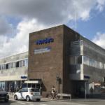 Den 1.461 kvm store kontorejendom på Banegårdsgade 2 i Odder. Foto: Home Erhverv