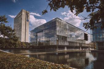 Deloittehuset på Weidekampsgade 6 i 2300 København S - her set fra Amager Boulevard. Foto: Deloitte