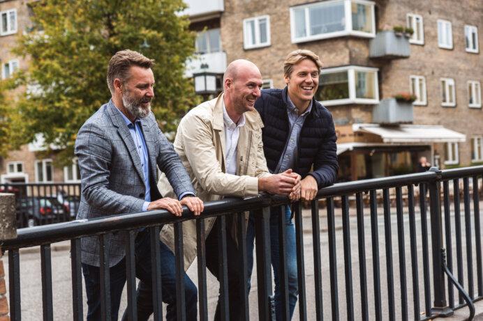 Fra venstre: Bestyrelsesformand Martin Yde, partner Nicolaj W. Sevel og partner Kasper Bentzen-Bilkvist Rasmussen. Foto: Plan1 Cobblestone Architects