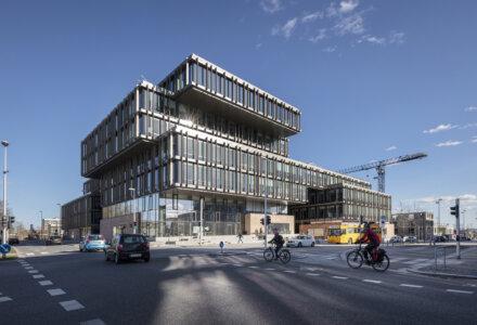 Det 23.000 kvm store kontorhus Blixens i Gellerup i den vestlige del af Aarhus. Fotograf: Arkitema Architects/Niels Nygaard