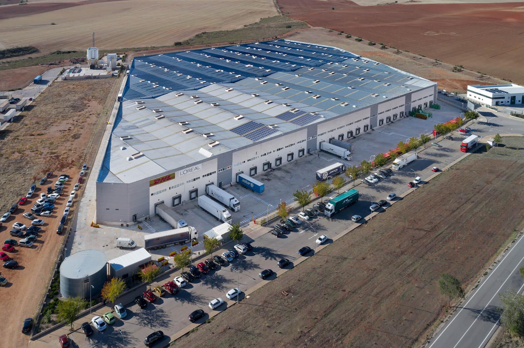 Denne logistikejendom ved Madrid indgår i handlen. Foto: Patrizia